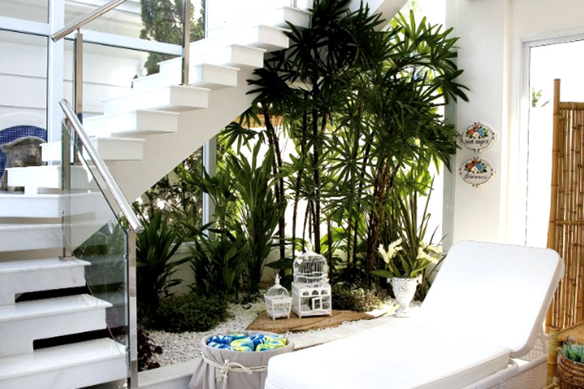 4-winter-garden-under-stairs