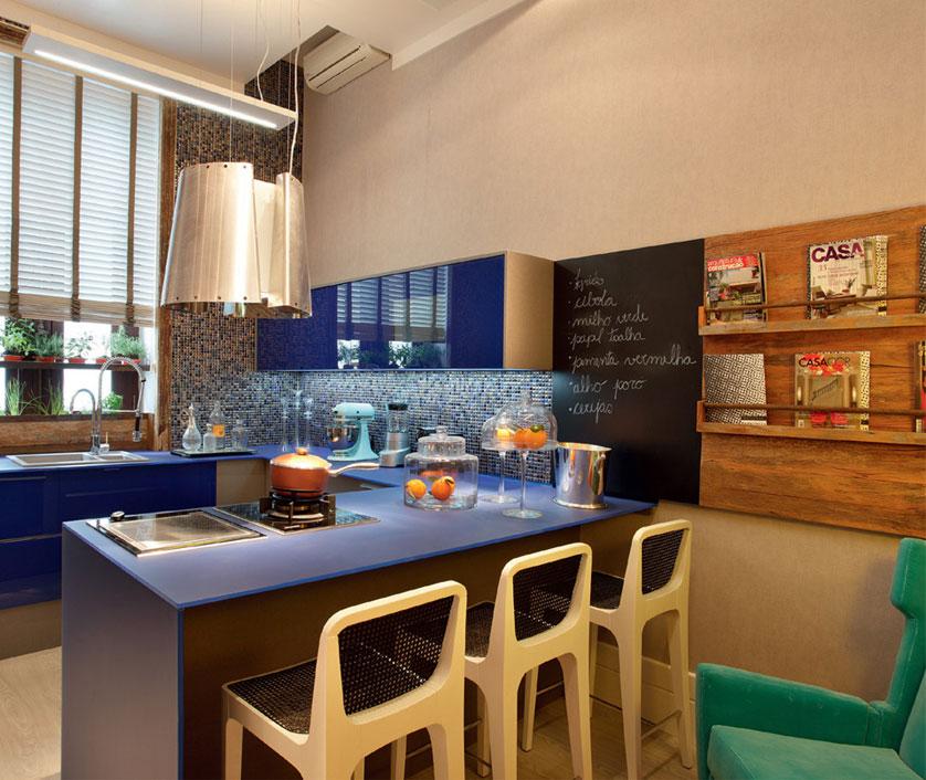 cozinha-pequena-em-silestone-azul-royal