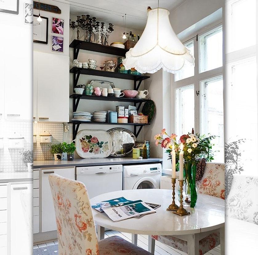 cozinha-pequena-com-prateleira-preta-e-area-de-servico-integrada