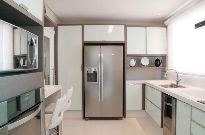 cozinha-pequena-em-silestone-branco
