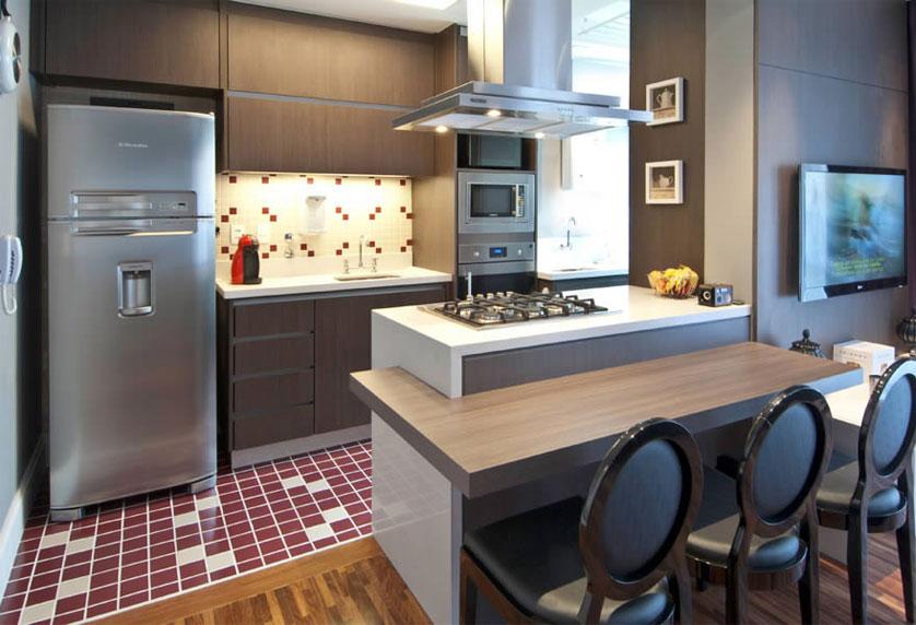 cozinha-pequena-com-mesa-de-madeira