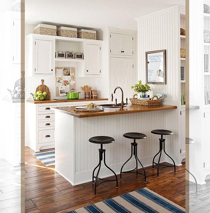 cozinha-pequena-com-pegada-campestre-e-bancadas-de-madeira