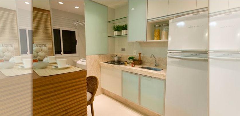 cozinha-pequena-com-armario-aereo-branco-leitoso