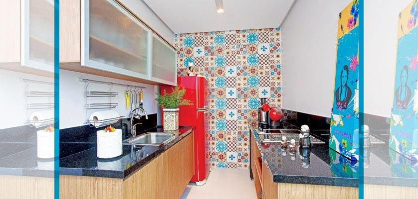 cozinha-colorida-com-azulejo-decorado