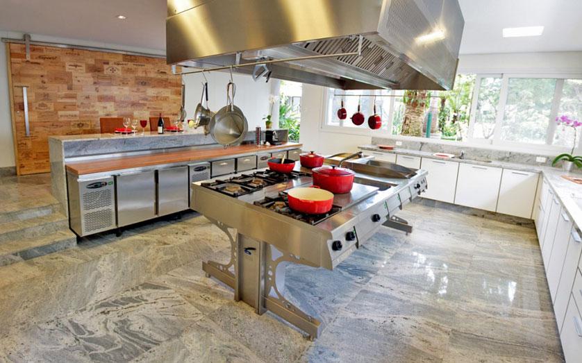 cozinha gourmet com bancada de inox