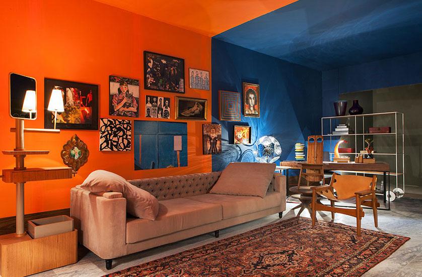 sala com parede laranja
